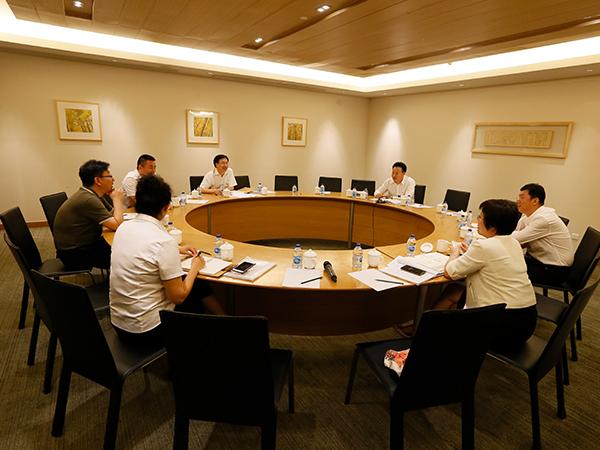 太阳能公司党委中心组进行集中研讨