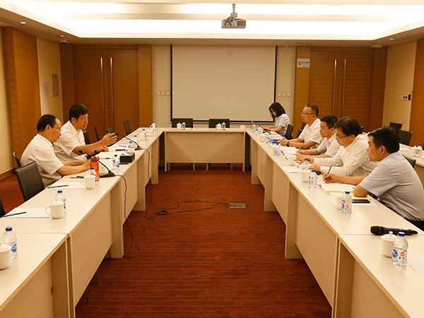 中环装备党委中心组进行集中研讨